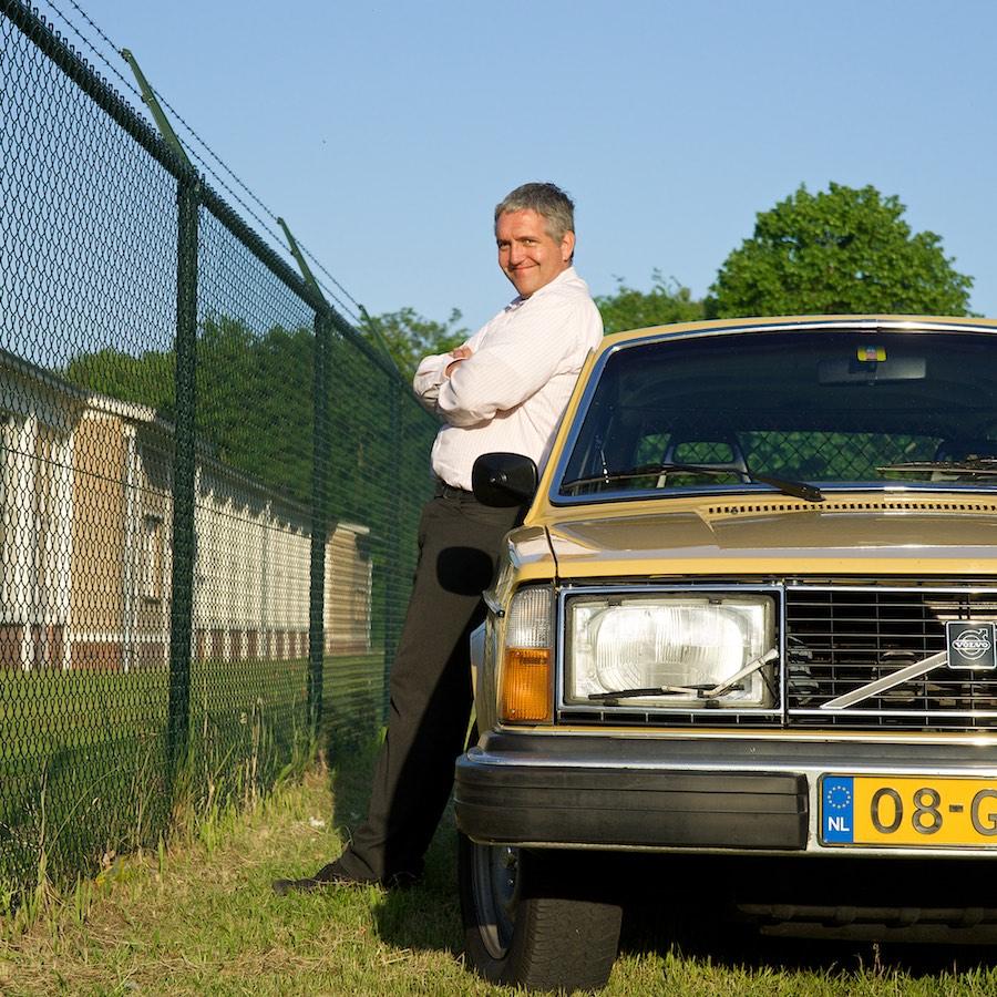 Volvo 245GL met trotse eigenaar Kees. Het artikel is uitgewerkt voor print en plaatsing op internet.