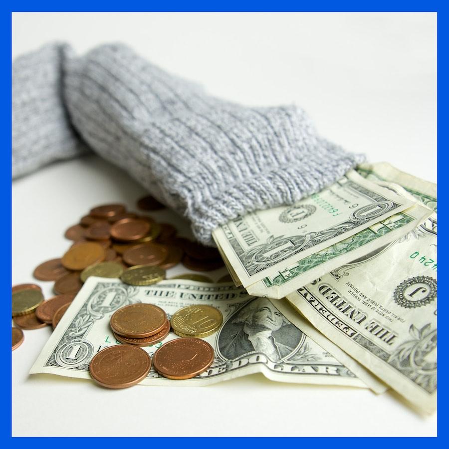 Oude sok met geld als illustratie bij pagina over kosten